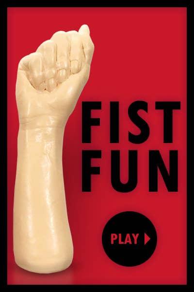 Zum Fisting Gel gehört auch ein Fist Toy